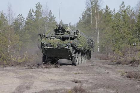 Yhdysvaltain panssarivaunut ensi kertaa Suomen maaperällä Arrow 16 -harjoituksessa.
