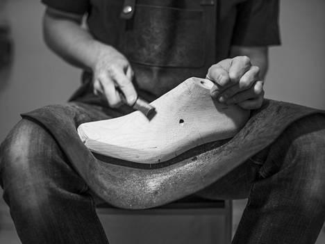 Jotkut jalkinesuunnittelijat, kuten suomalainen Saint Vacant-malliston luoja Janne Lax käyttävät itsekehittämiään lestejä.