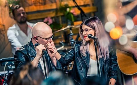 Toni Wirtanen ja Jannika B esittivät dueton Vain elämää -ohjelman 7. kaudella.