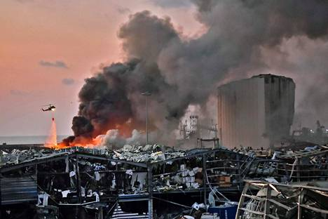 Helikopteri yritti sammuttaa räjähdyksestä seurannutta tulipaloa.