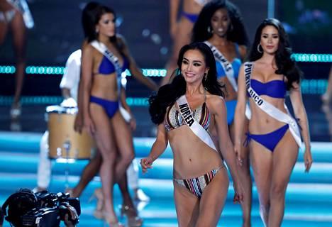 Miss Universum -kilpailijoita uimapukukierroksella Las Vegasissa sunnuntaina.