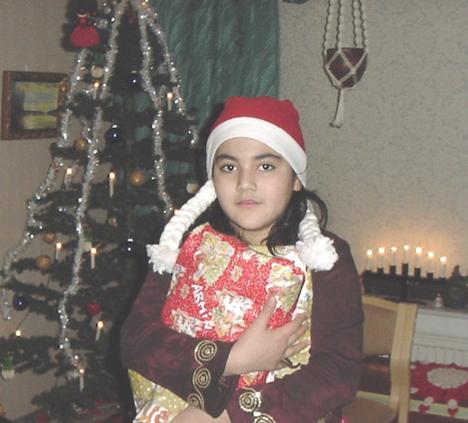 Ana vietti lapsuutensa Suomessa. Kuva lapsuuden joulusta.