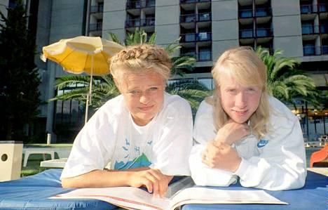 Keihäänheittäjä Taina Uppa ja juoksija Annemari Sandell olivat Suomen mitalitoivot nuorten MM-kisoissa Lissabonissa 1994.