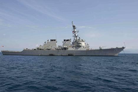 USS Donald Cook on yksi Aegis-torjuntajärjestelmään kuuluvista taistelulaivoista. Se joutui venäläishävittäjien ahdistelemaksi Itämerellä huhtikuussa. Kuvassa alus Kreikan Korfulla maaliskuussa.