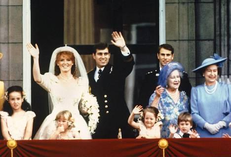 Prinssi Andrew yhdessä puolisonsa Sarah Fergusonin kanssa.