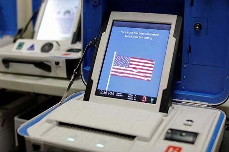Yhdysvalloissa on käytössä kymmeniä erilaisia äänestyskoneita.