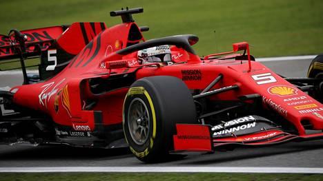 Sebastian Vettel piiskasi Ferrarinsa kärkivauhtiin.