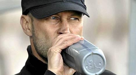 Päävalmentaja Esa Pekonen saa uuden vahvistuksen keskikentälleen.