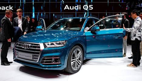 Uuden Audi Q5:n paljastaminen aiheutti pöhinää näyttelyssä. Kilpajuoksu asiakkaista Mercedes-Benz GLC:n ja BMW X3:n kanssa voi alkaa.