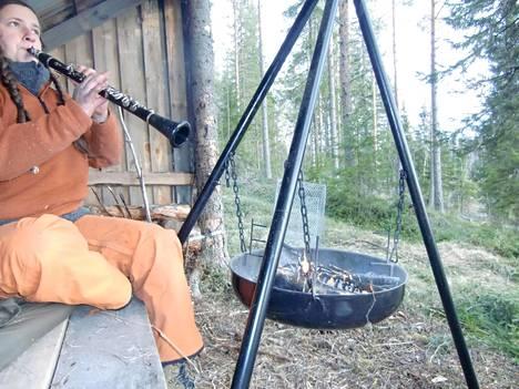 Charlotte Arnswald Oberhausenista vietti aikaa metsässä muun muassa soittaen.