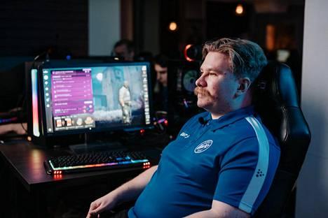 """Lauri """"NiNLeX"""" Vanhanen on VETO Esports -joukkueen pelinsisäinen johtaja."""