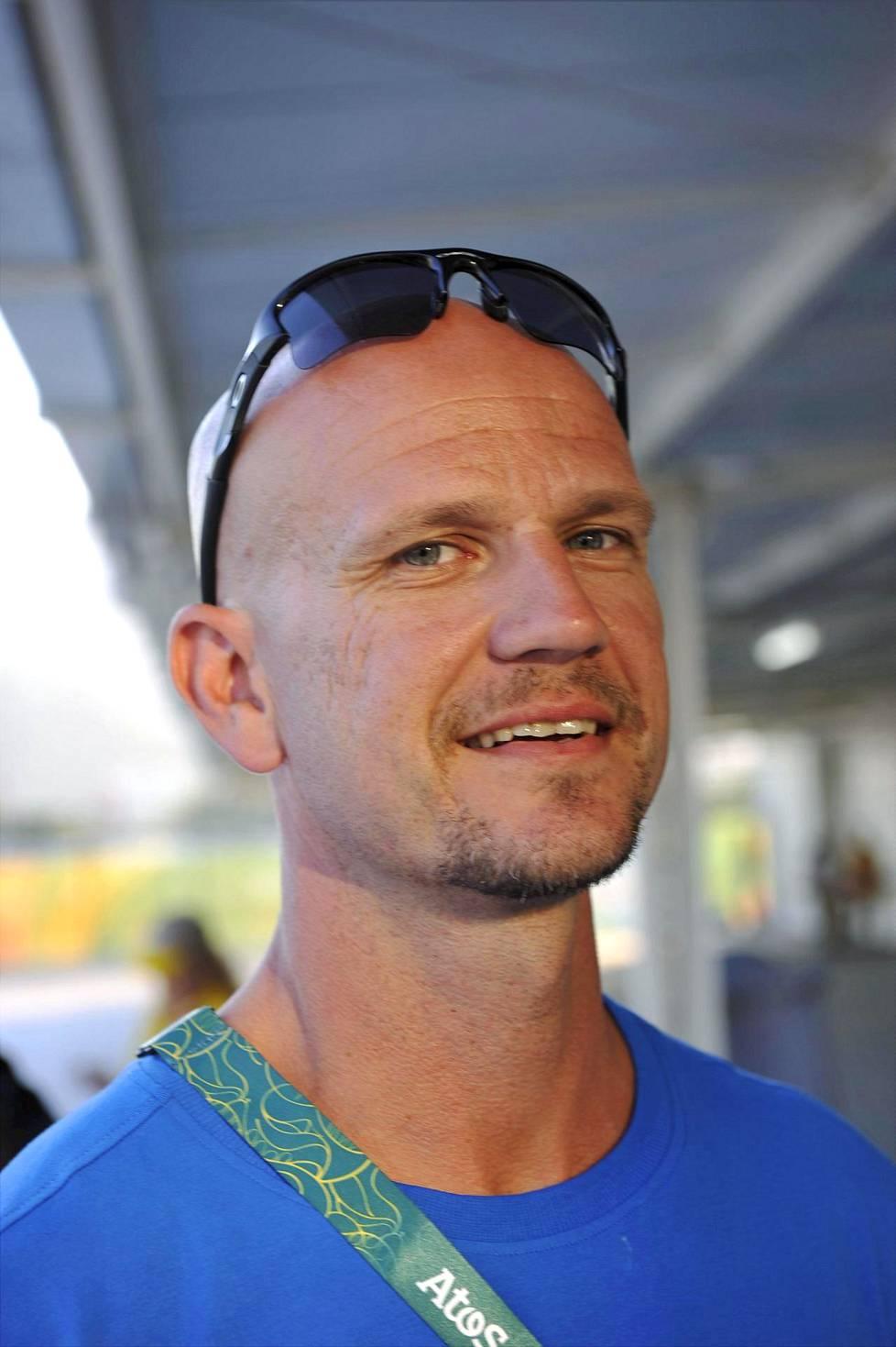 Jussi Ihamäki valmensi pitkään Nooralotta Neziriä. Hän on hakenut valmennusmetodeihinsa oppia ulkomailta.