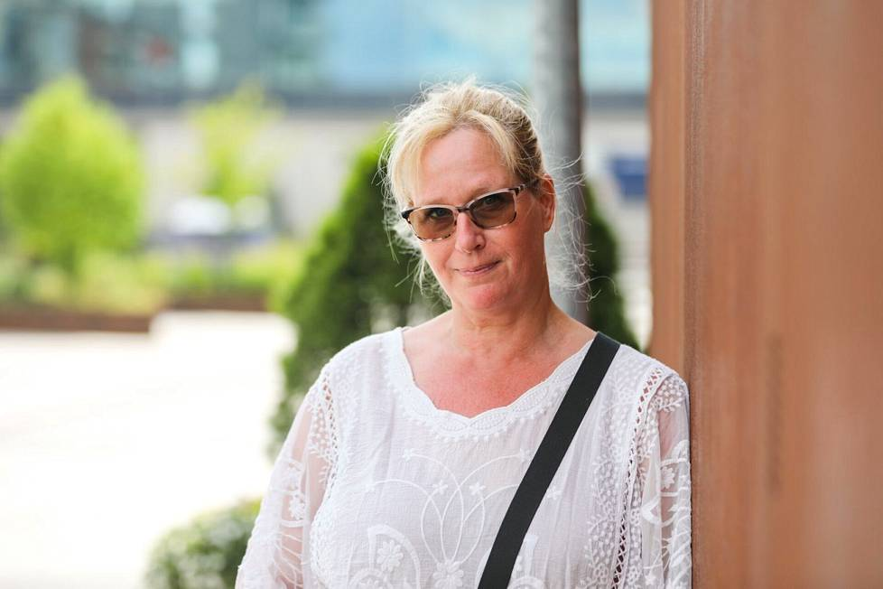 Sari Nenonen kertoo, että pelottavin koronan pitkäaikaisoireista on ollut lähimuistin takkuilu. Aluksi hän mietti, voisiko kyse olla alkavasta muistisairaudesta. Oireet kuitenkin alkoivat samaan aikaan muiden koronataudin jälkioireiden kanssa.