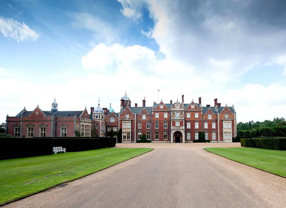 Täällä kuninkaalliset viettävät joulun pyhät. Sandringhamin kartano sijaitsee Norfolkissa, Englannissa.