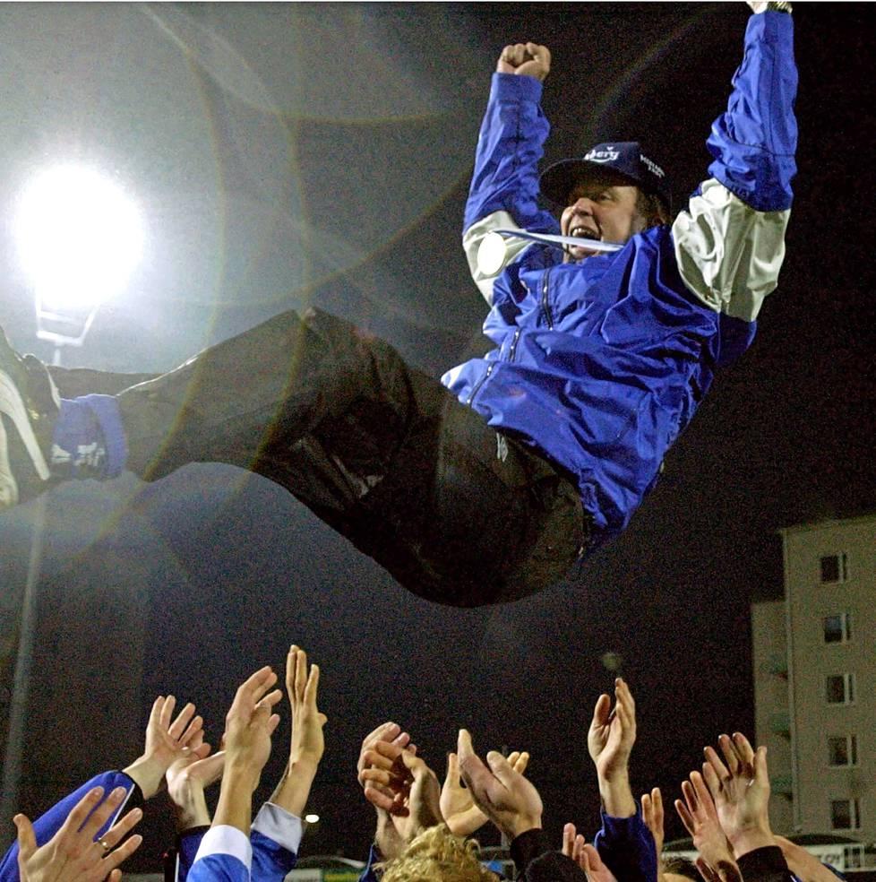 Ari Hjelm juhli valmentajana Suomen mestaruutta vuosina 2001, 2006   ja 2007  . Veikkaajan kannessa Hjelm nimettiin vuonna 2007 »kuumimmaksi suomalaisvalmentajaksi».