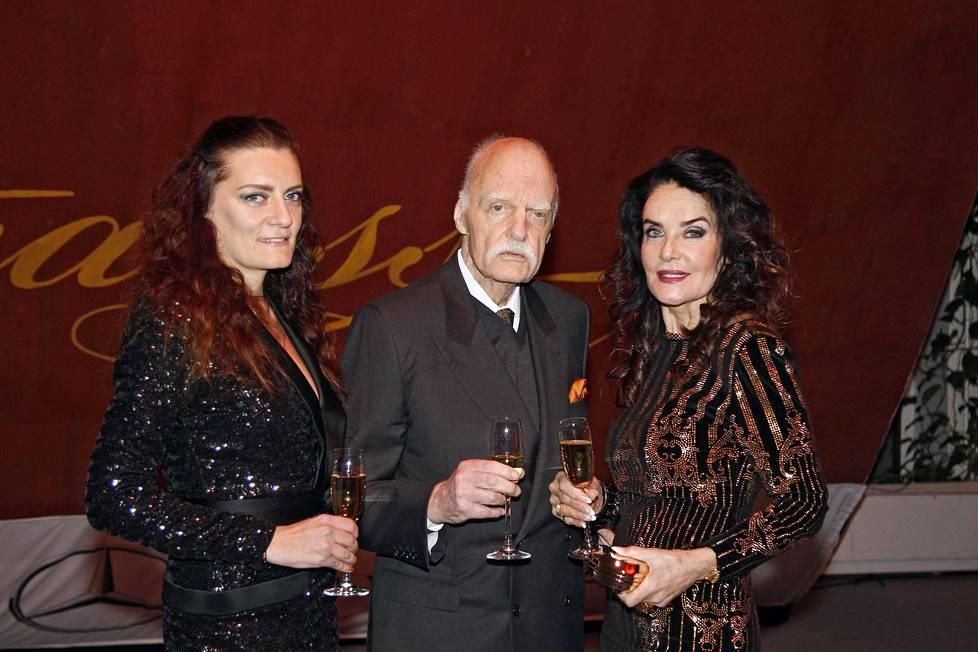 Karina, Kari ja Kaarina Kivilahti syksyllä 2018. Kari Kivilahti menehtyi maaliskuussa 2019.
