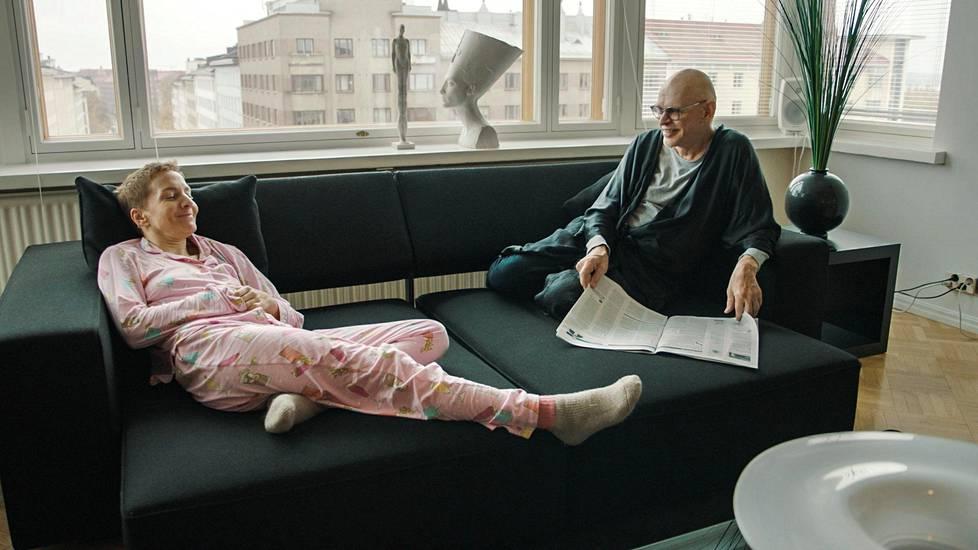 Jorma Uotisen Töölön-koti on sisustettu designhuonekaluilla ja uniikilla taiteella.