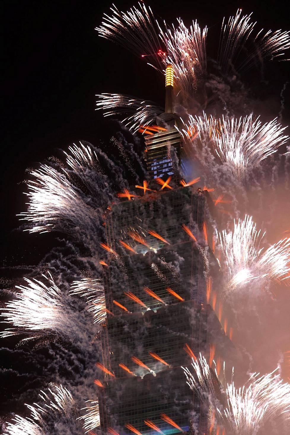Taiwanin tunnettu maamerkki Taipei 101 oli juhlinnan keskiössä.