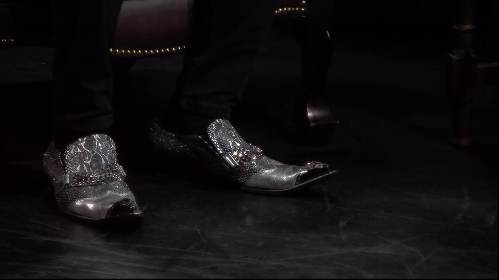 Tuttu kenkätoimittaja New Yorkissa etsii Jussi Makkoselle näyttäviä kenkiä.