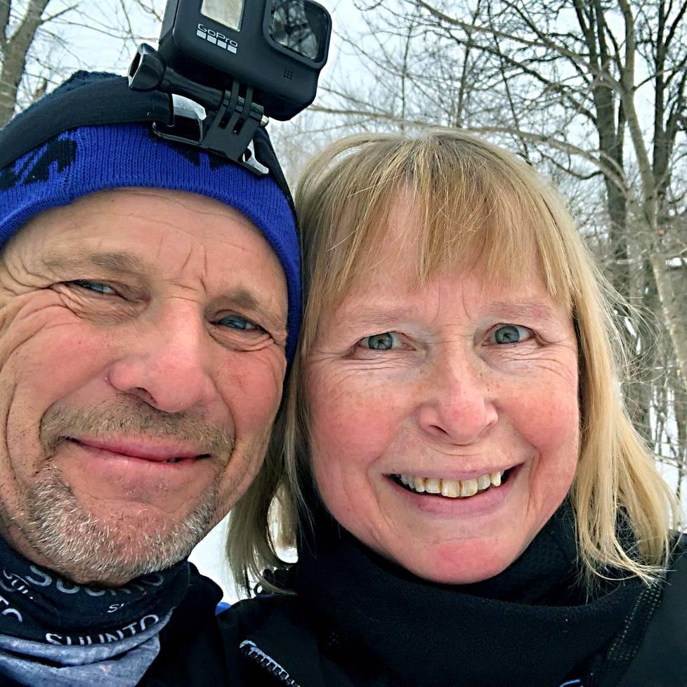 Päivi Väisänen ja puoliso Greg. Väisänen äänesti jo syyskuussa Joe Bidenia.