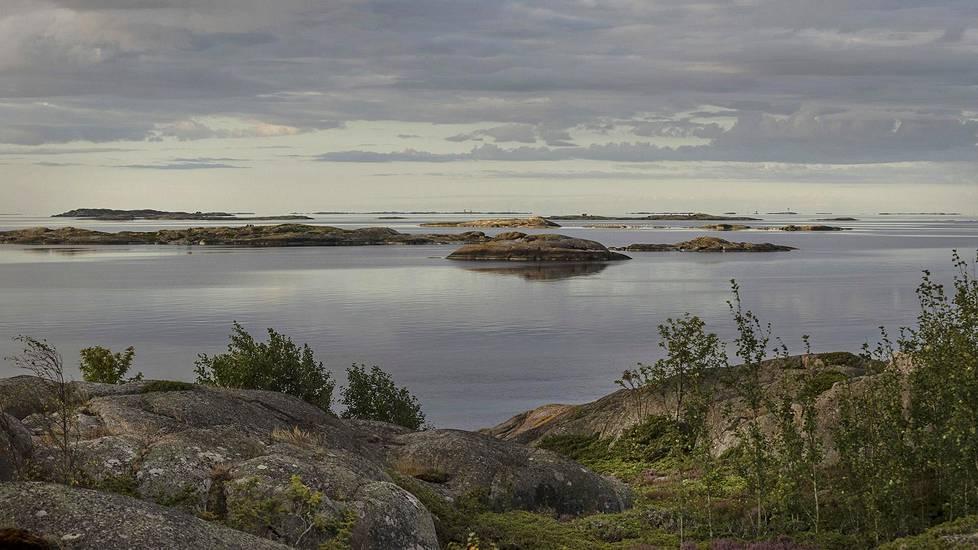 Utön merimerkit erottuvat horisontissa kun ilma on selkeä.