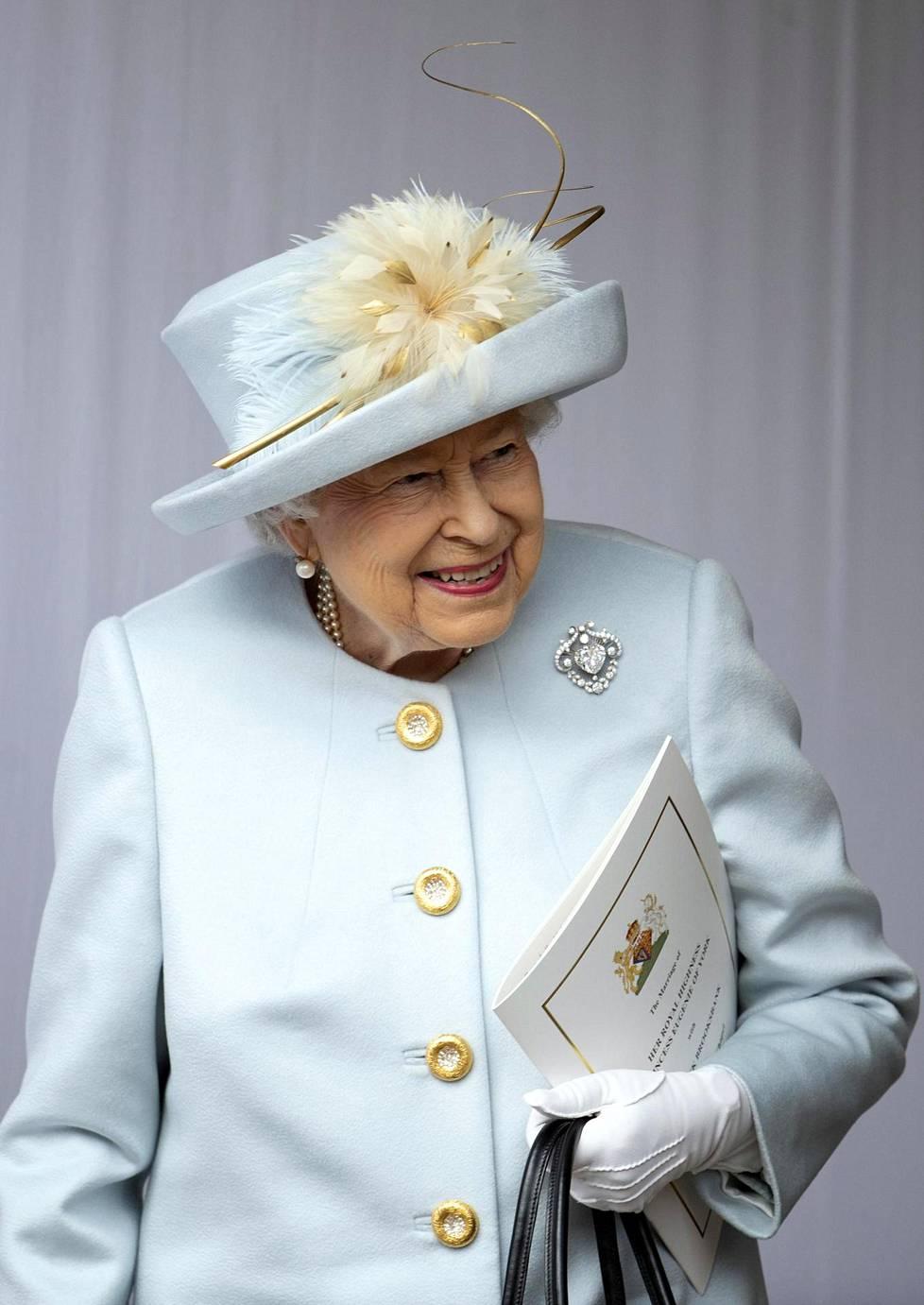Kuningatar Elisabet vaikutti olevan hyvin onnellinen lapsenlapsensa prinsessa Eugenien avioliitosta. Eugenie on kunigattaren pojan prinssi Andrew'n tytär.