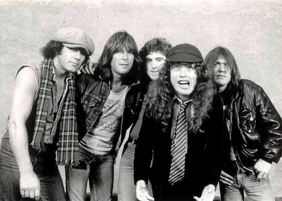 Brian Johnson, Cliff Williams, Simon Wright, Angus Young ja Malcolm Young