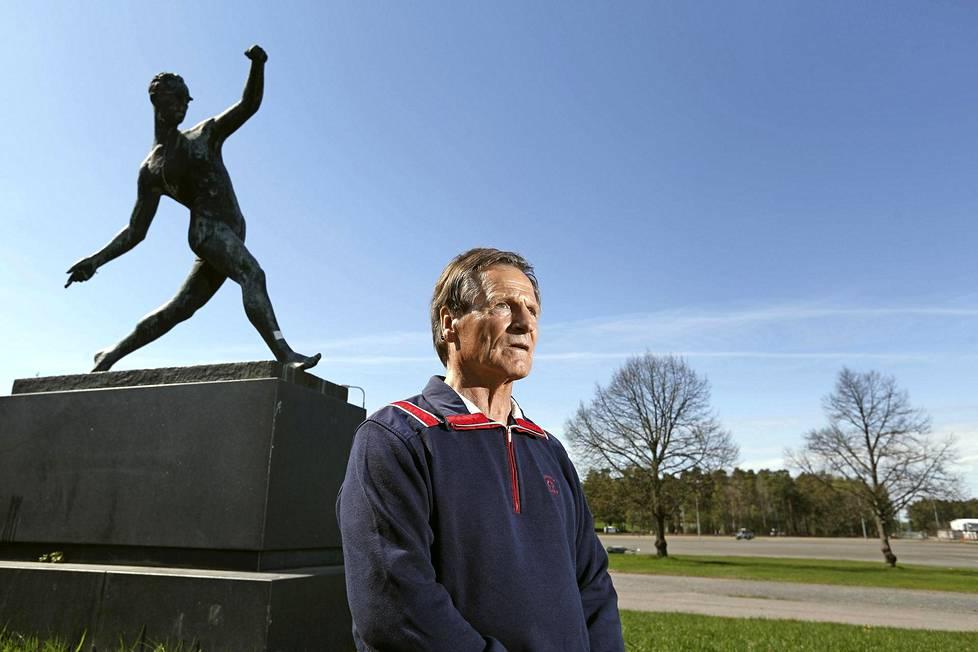75-vuotias Kangasniemi punnertaa joka aamu 200 kertaa.