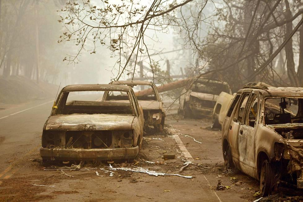 Tuli levisi nopeasti Paradiseen, minkä takia monet asukkaat joutuivat hylkäämään autonsa ja juoksemaan tulta pakoon ainoaa kaupungista ulos johtavaa tietä pitkin.