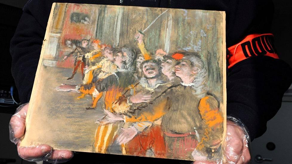 Ranskan viranomaisten julkaisema kuva linja-auton tavaratilasta löytyneestä Degas'n arvotaulusta.