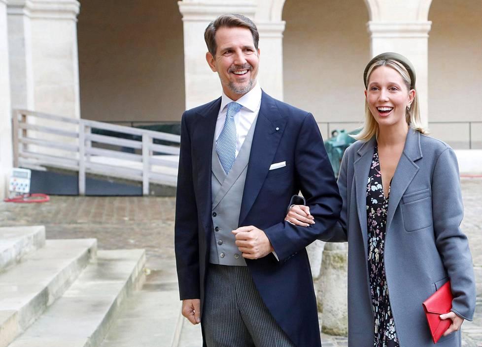 Kreikan kruununprinssi Pavlos ja prinsessa Maria-Olympia. Kreikan kuninkaalliset käyttävät edelleen arvonimiään, vaikka monarkia lakkautettiin 1973 ja Kreikka on nykyään tasavalta.