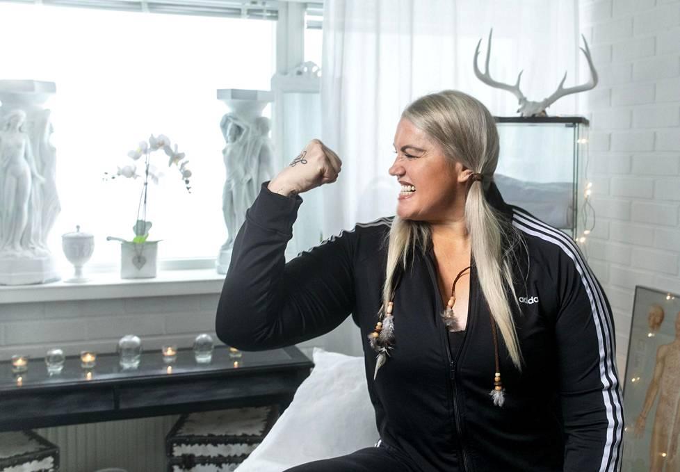 Marianne Kiukkonen valmennusstudiossaan Roihupellossa.