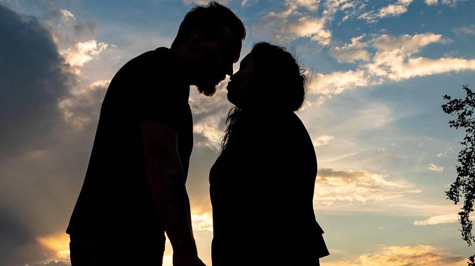 26-vuotias mies dating 18-vuotias nainen