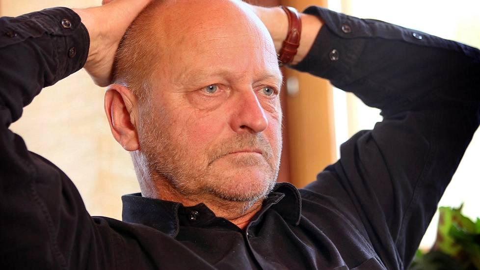 Kirjailija Tommy Hellsten avautuu Carita-vaimonsa menettämisestä koskettavalla videolla ...