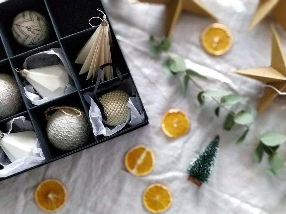 Mäki-Haapojan joulukuusi saa joka vuosi ainakin yhden uuden koristeen.