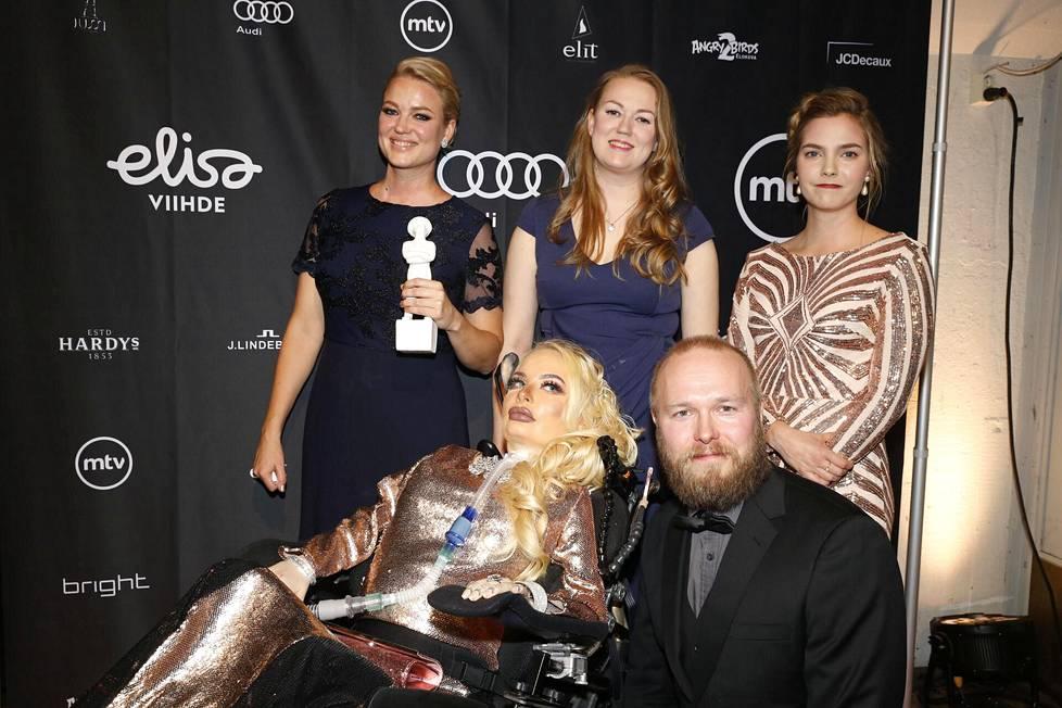 Virva ja Vuokko Kuntun ohjaama Star Shaped Scar -elokuva kertoi Jasminin elämästä.