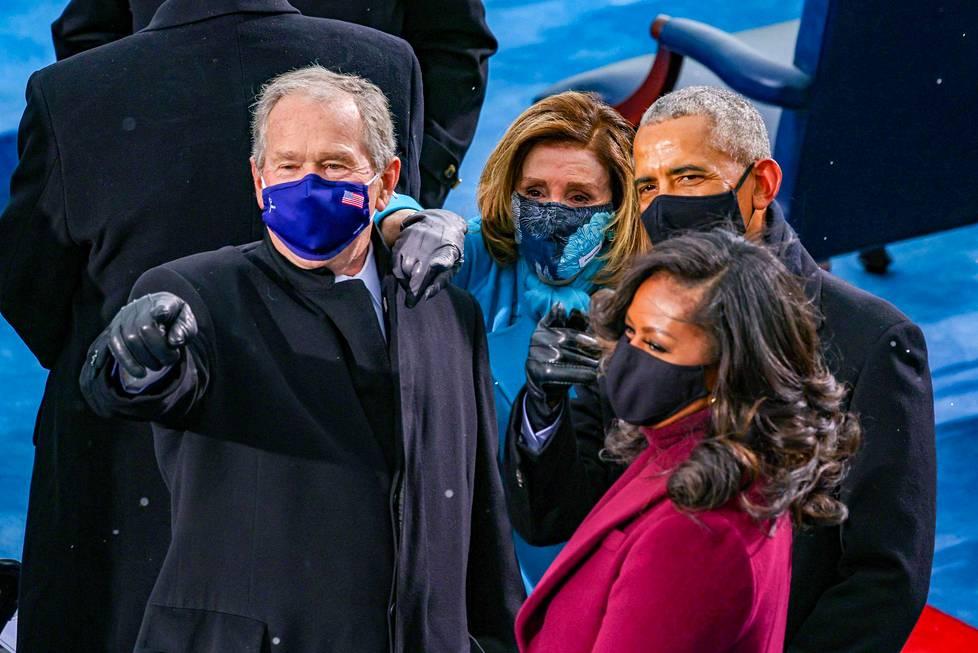 Virkaanastujaisissa olivat myös ex-presidentti George W. Bush (vas.), edustajainhuoneen puhemies Nancy Pelosi, ex-presidentti Barack Obama ja vaimonsa Michelle Obama.