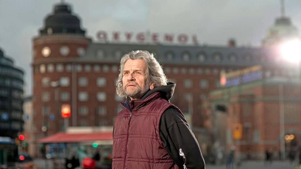 Vallankumousoikeuden pöytäkirjat löytyivät sattumalta – koska Tapio Aarre-Ahtio halusi ottaa talteen kauniit ikkunanraamit purettavasta puuseestä.