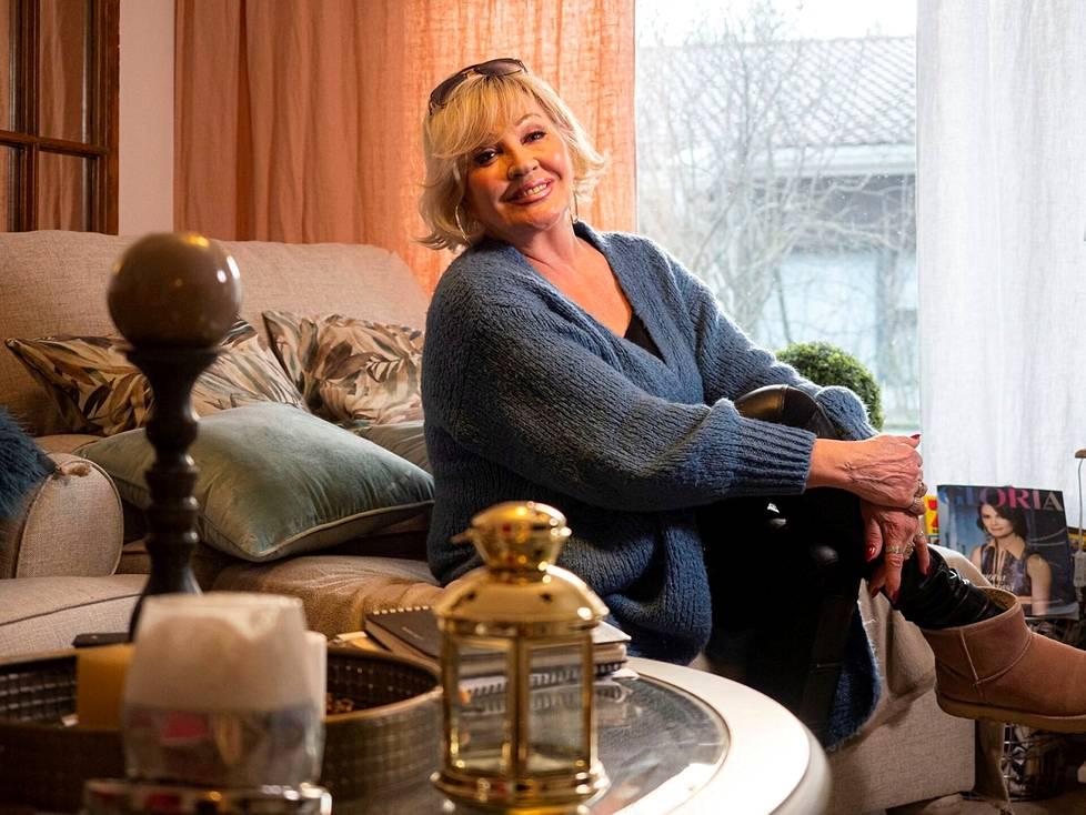 Vaikka Hannele Lauri on virallisesti eläkkeellä, se ei juurikaan näy hänen kalenterissaan.