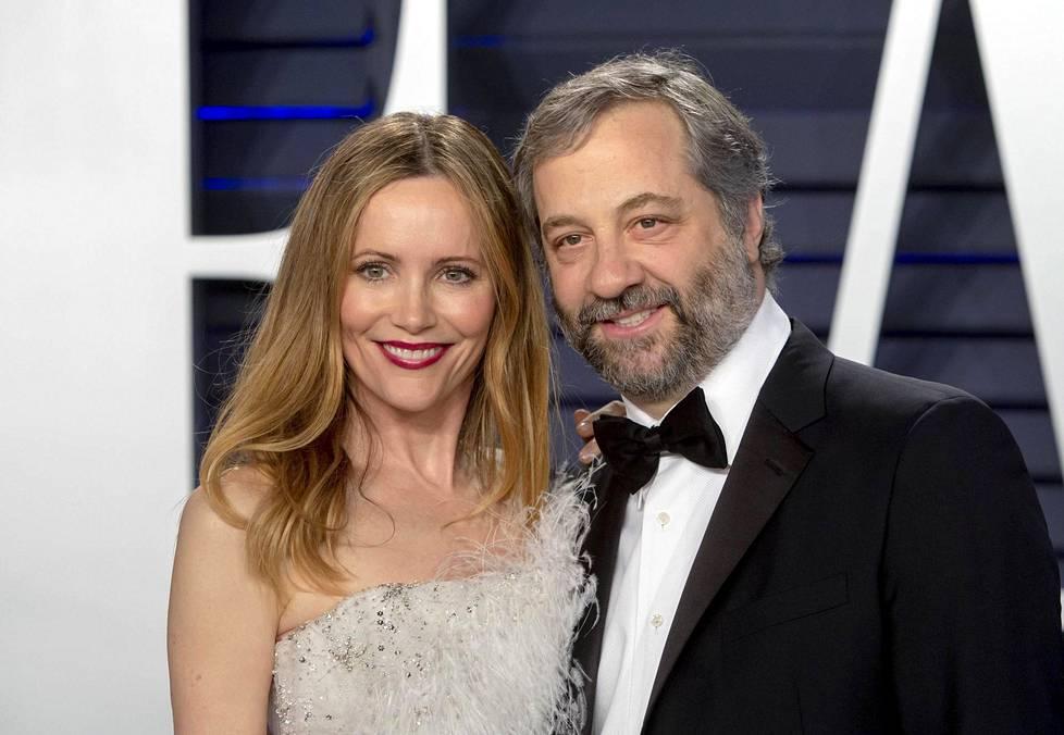 Leslie Mann ja hänen aviomiehensä, elokuvaohjaaja Judd Apatow. Pari avioitui vuonna 1997.