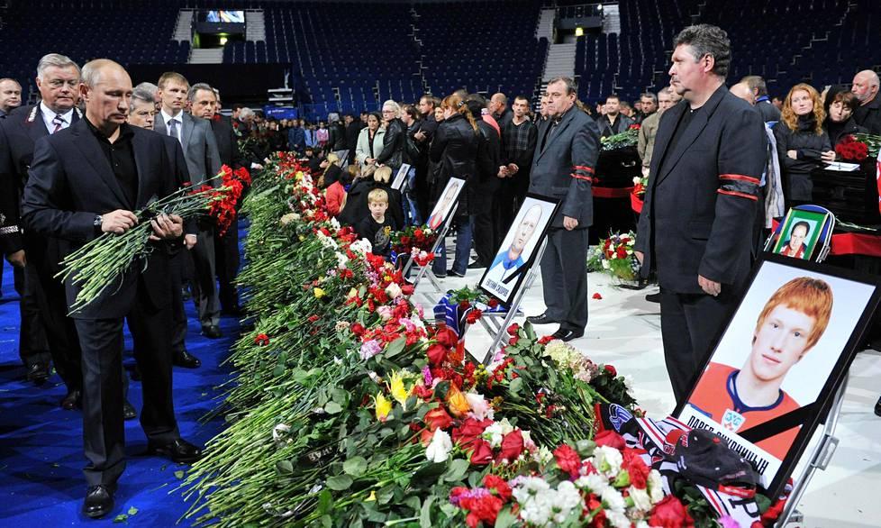 Tuolloinen pääministeri, nykyinen presidentti Vladimir Putin osallistui kolme päivää turman jälkeen Lokomotivin kotihallissa pidettyyn muistotilaisuuteen.