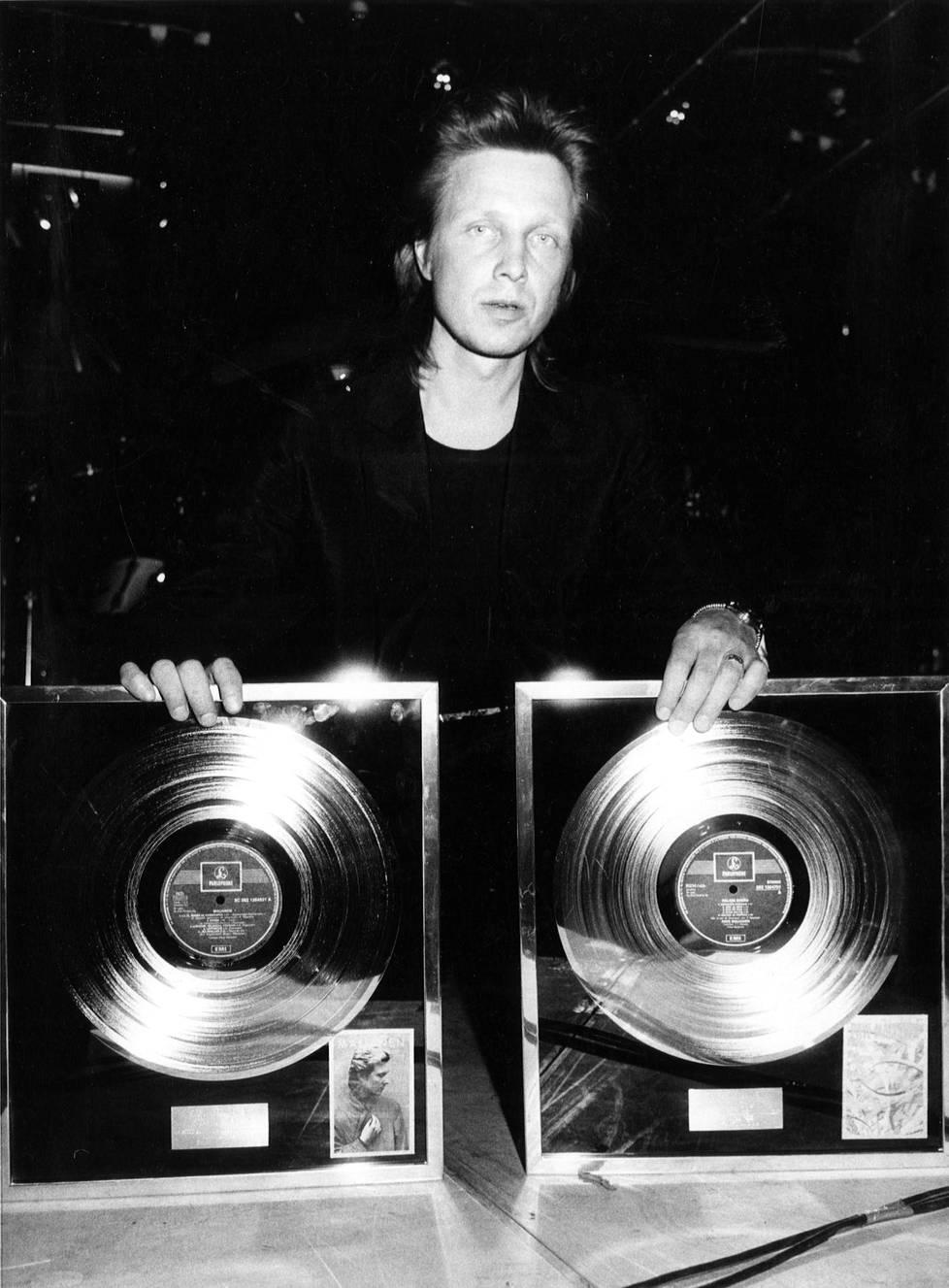 Pave Maijanen teki pitkän ja monipuolisen muusikon uran, ja hänet palkittiin lukuisilla palkinnoilla. Vuonna 1986 hänelle ojennettin timanttilevyt sooloalbumeista Maijanen (1984) ja Palava sydän (1985).