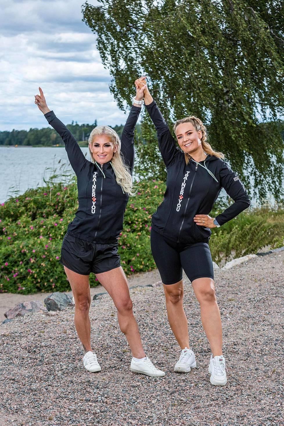 Karoliina Koivisto ja Anni Vallius luotsaavat Wellnessmalli-kisaa.