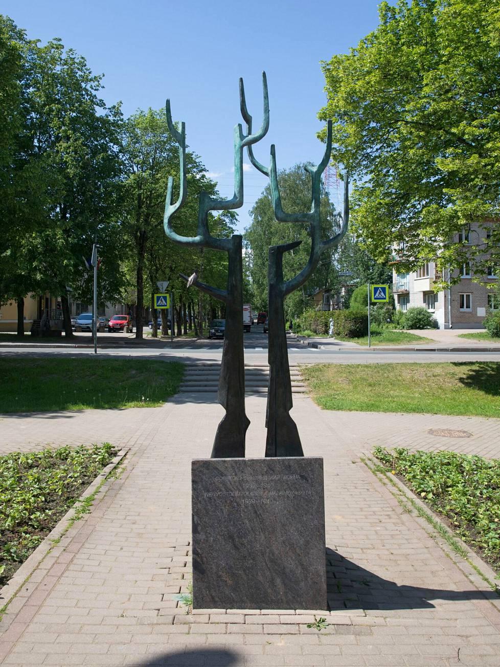"""Muistomerkki Terijoella. Siinä lukee: """"Neuvostoliittolais-suomalainen sota 1939–1940."""""""