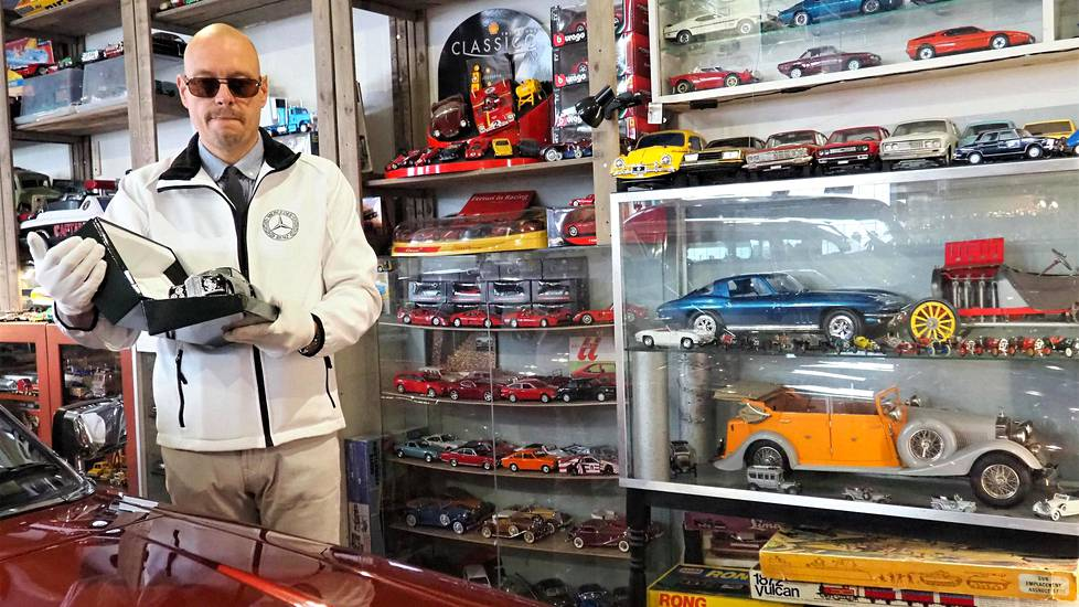 Markus Ahola ymmärsi jo nuorena, ettei voi ostaa itselleen kaikkia haluamiaan autoja. Niinpä hän ryhtyi keräämään pienoismalleja.