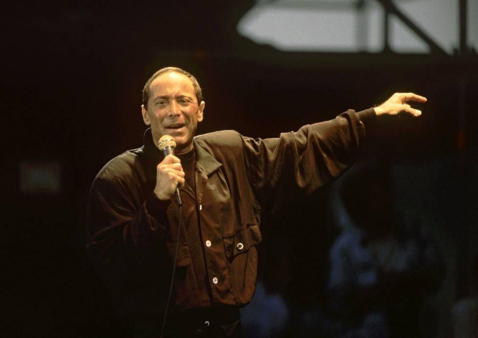 Paul Anka hurmasi yleisönsä Blue Lake Festivaleilla.