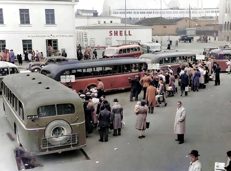 Helsingin linja-autoasema 1940-luvulla.