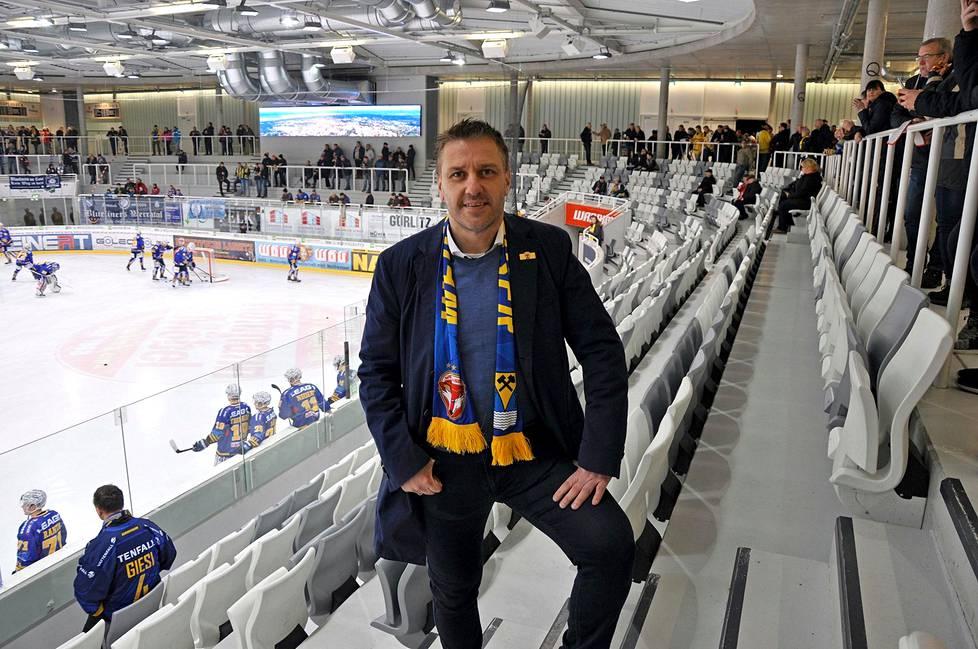 Toimitusjohtaja Dirk Rohrbachin mukaan jääkiekko on kaupungin suurinta viihdettä ja sosiaalisen elämän ydin.