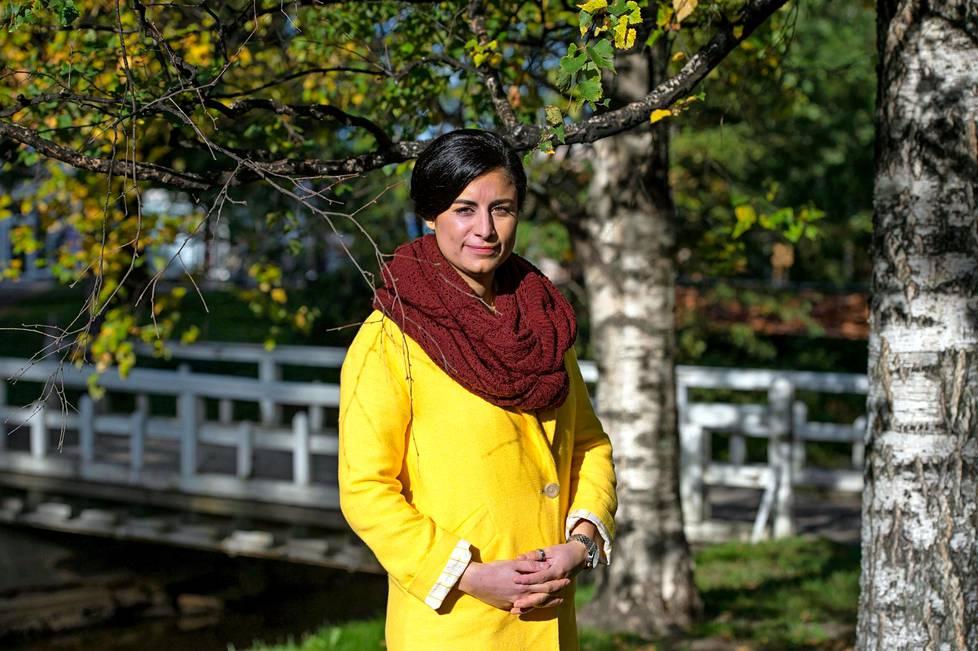 Seida Sohrabi toivoo, että maahanmuuttajanaiset uskaltaisivat puhua julkisesti kohtaamastaan väkivallasta.