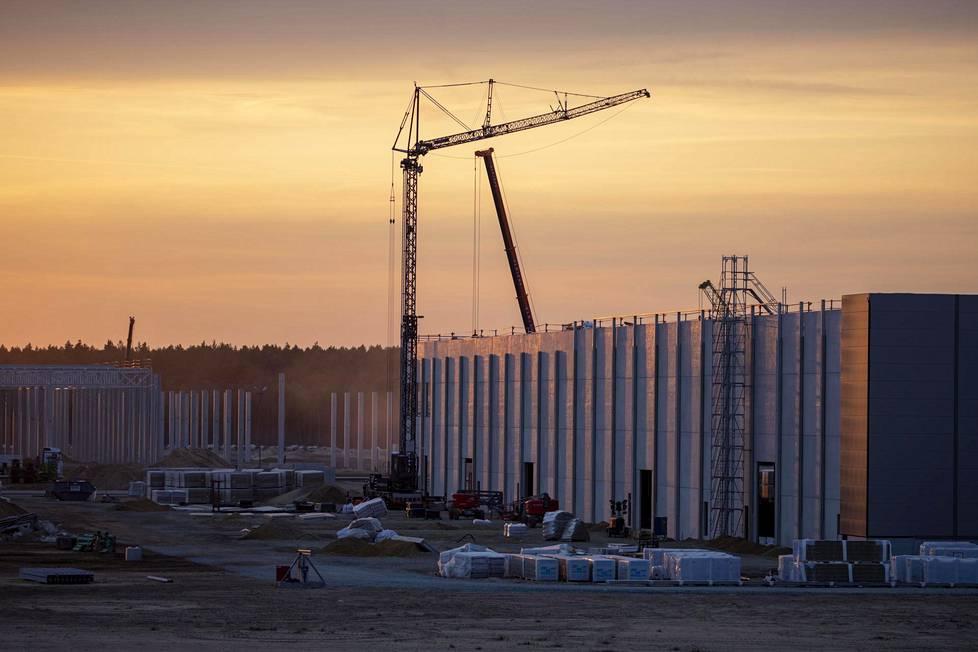 """Teslan uuden """"gigatehtaan"""" rakennustyömaata Saksan Brandenburgissa syyskuussa."""